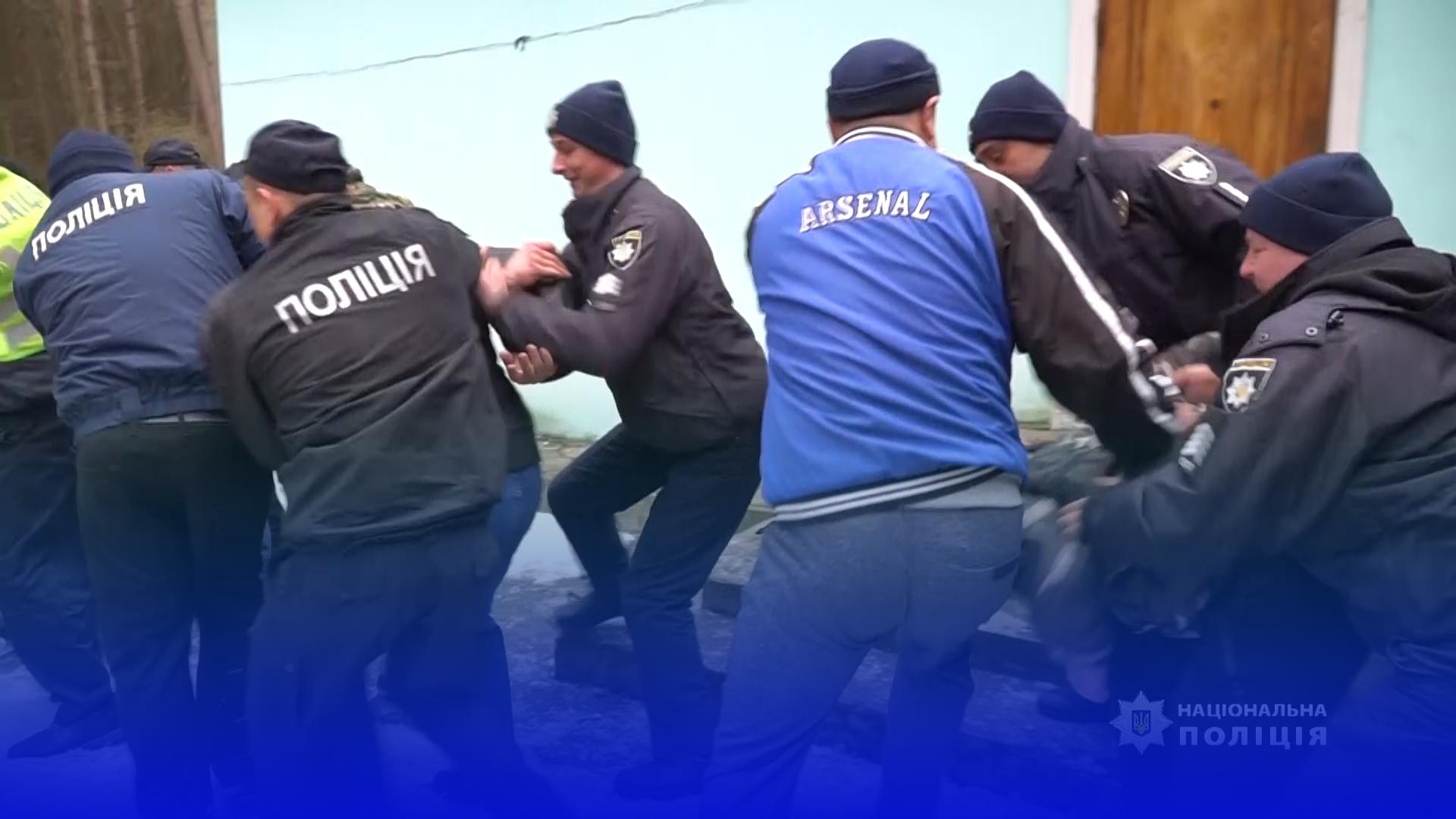 Поліцейські Кременеччини вивчають скандинавську модель роботи під час проведення масових заходів