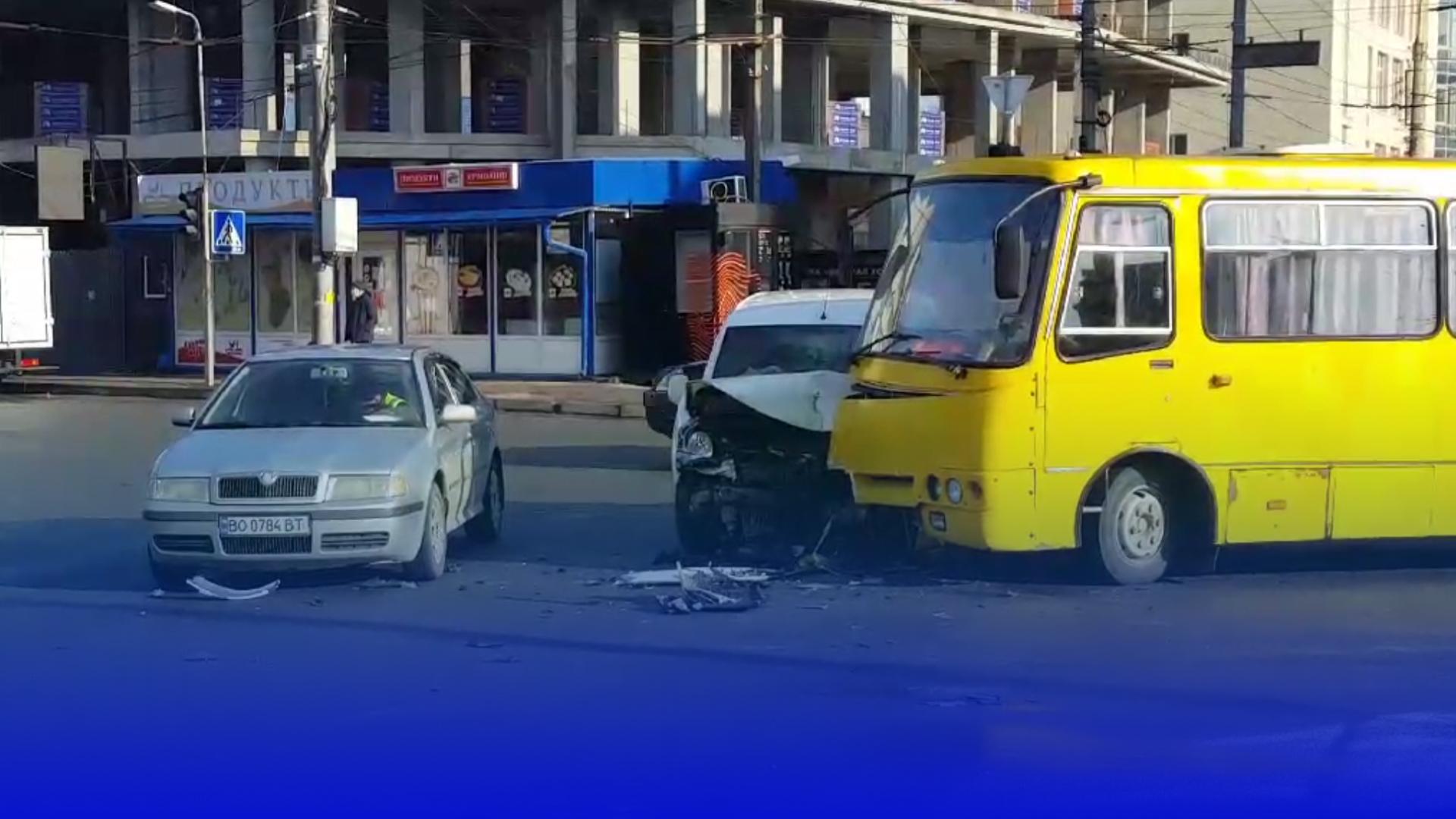 На вул. Живова трапилась ДТП: один з пасажирів у лікарні