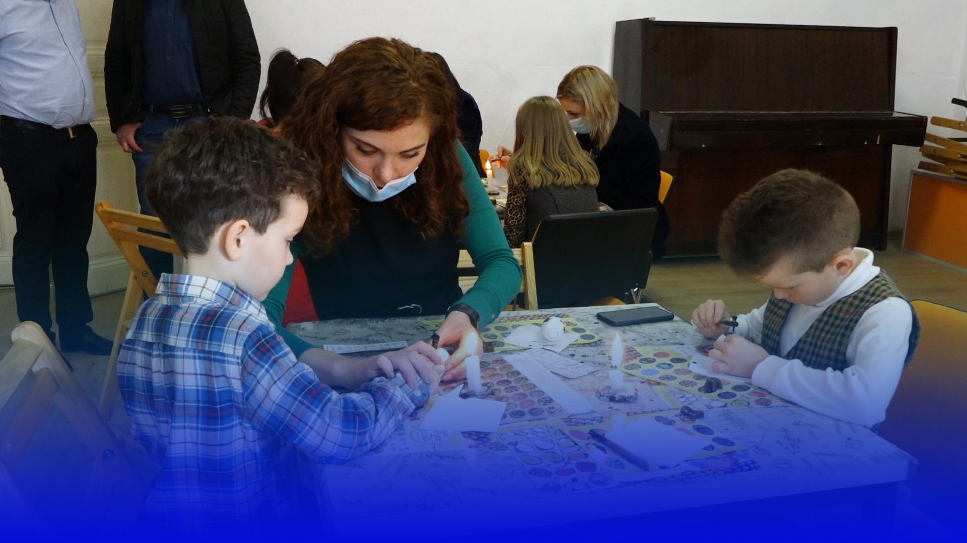 До Великодня готові: школярів із Тернополя та області навчали писанкарству