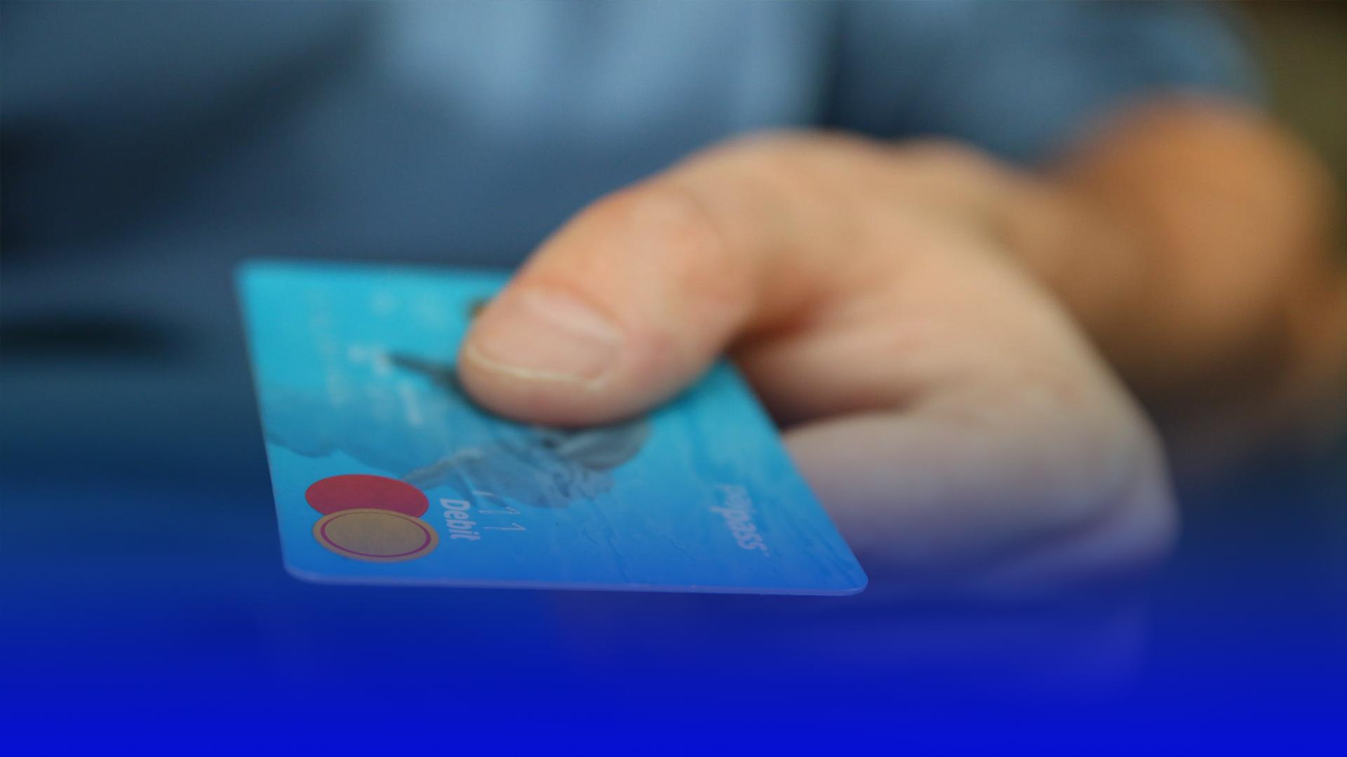 """З вересня пенсіонери отримуватимуть виплати через відділення банків, а не через """"Укрпошту"""""""
