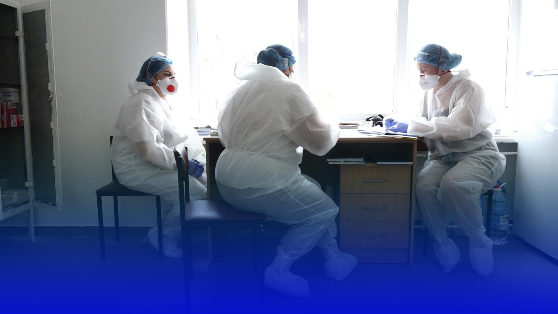 """""""Плакати не маємо права"""": як працюють медики з хворими на COVID-19 у Тернополі"""