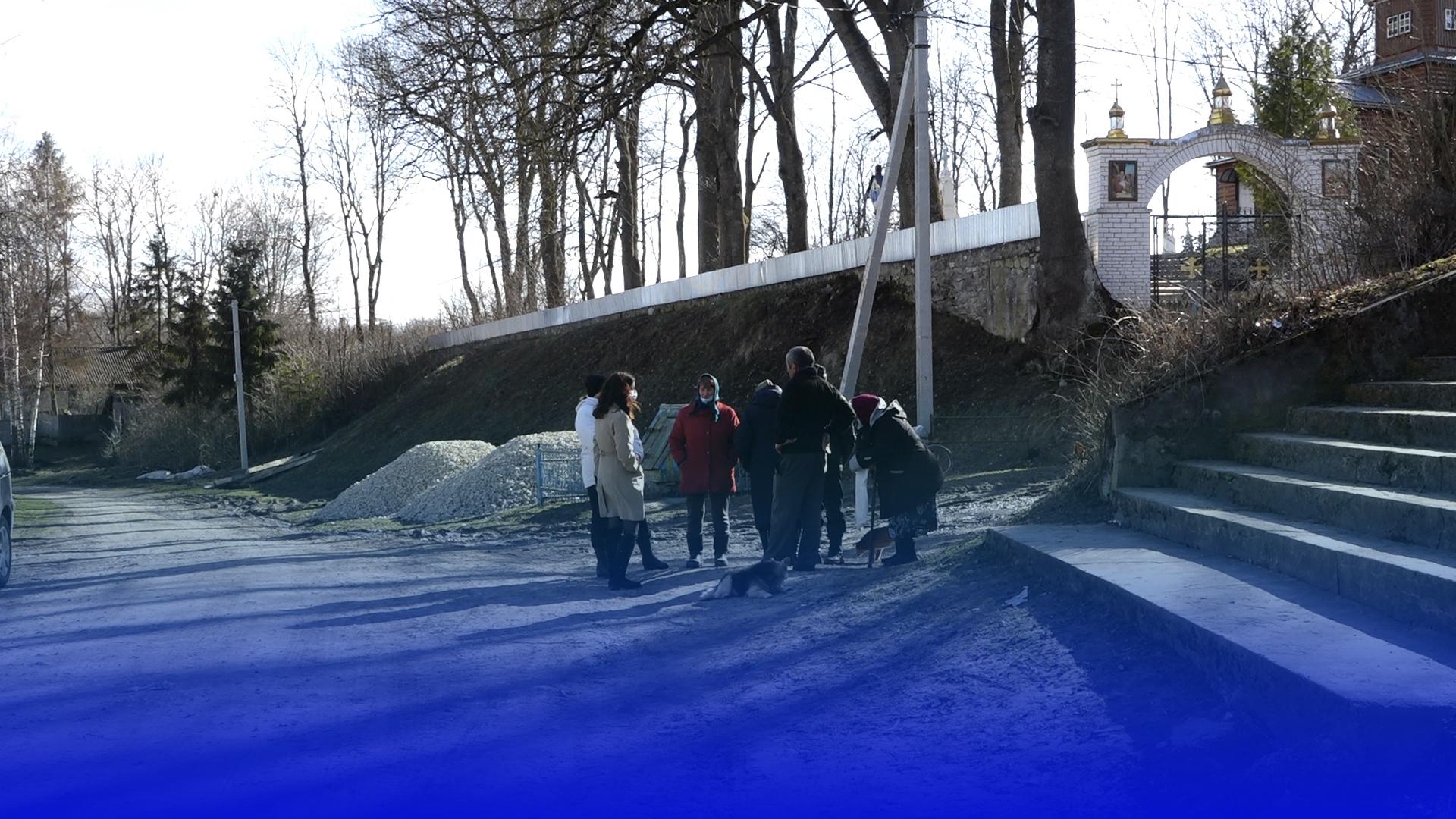 Відрізані від світу: до села Чеснівський Раковець вже декілька місяців не їздить рейсовий автобус