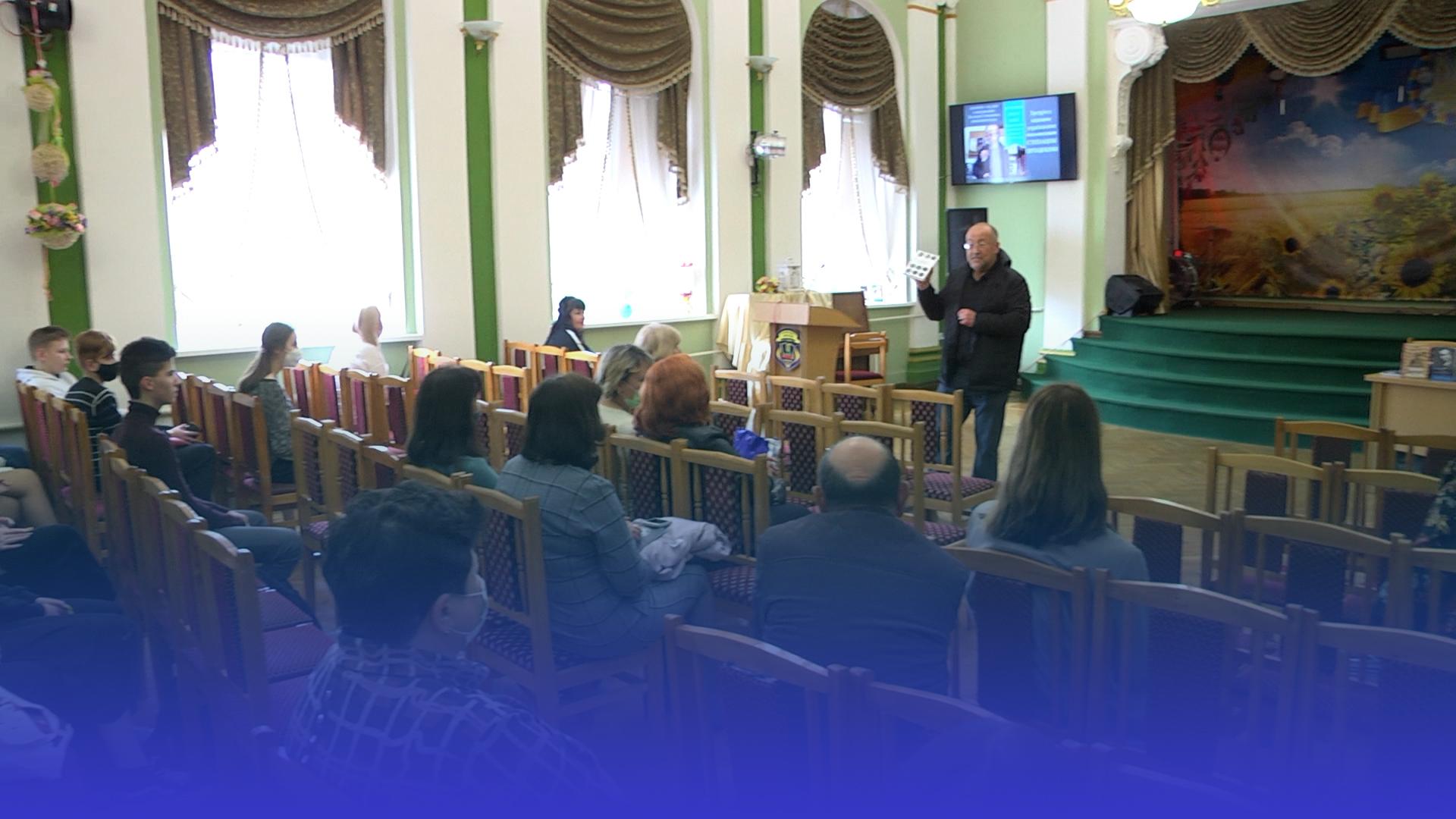 Навчання по-новому: учні тернопільської української гімназії зустрілися з письменником-відеоблогером