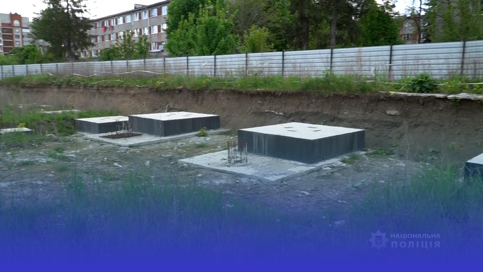 Розкрадали дитмайданчик, який будують у Тернополі за державні гроші
