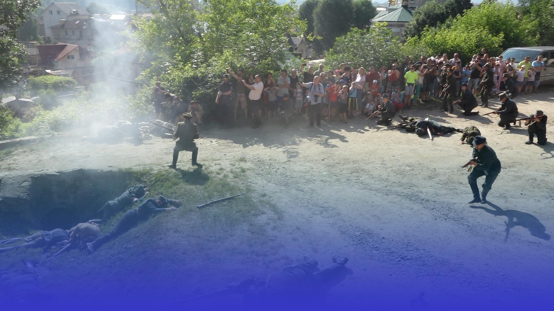 Вибухи та постріли: у Чорткові показали реконструкцію до річниці переможного бою