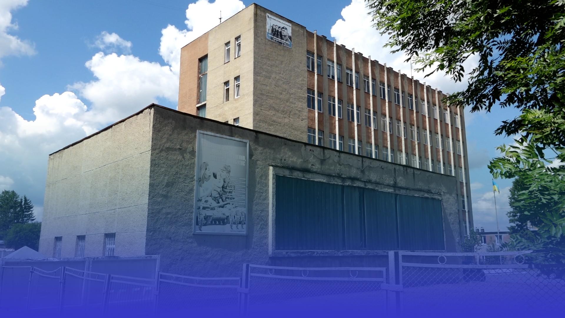 Винним – до 9 років за ґратами: розпочали слідство щодо падіння хлопця із 5 поверху військкомату у Тернополі
