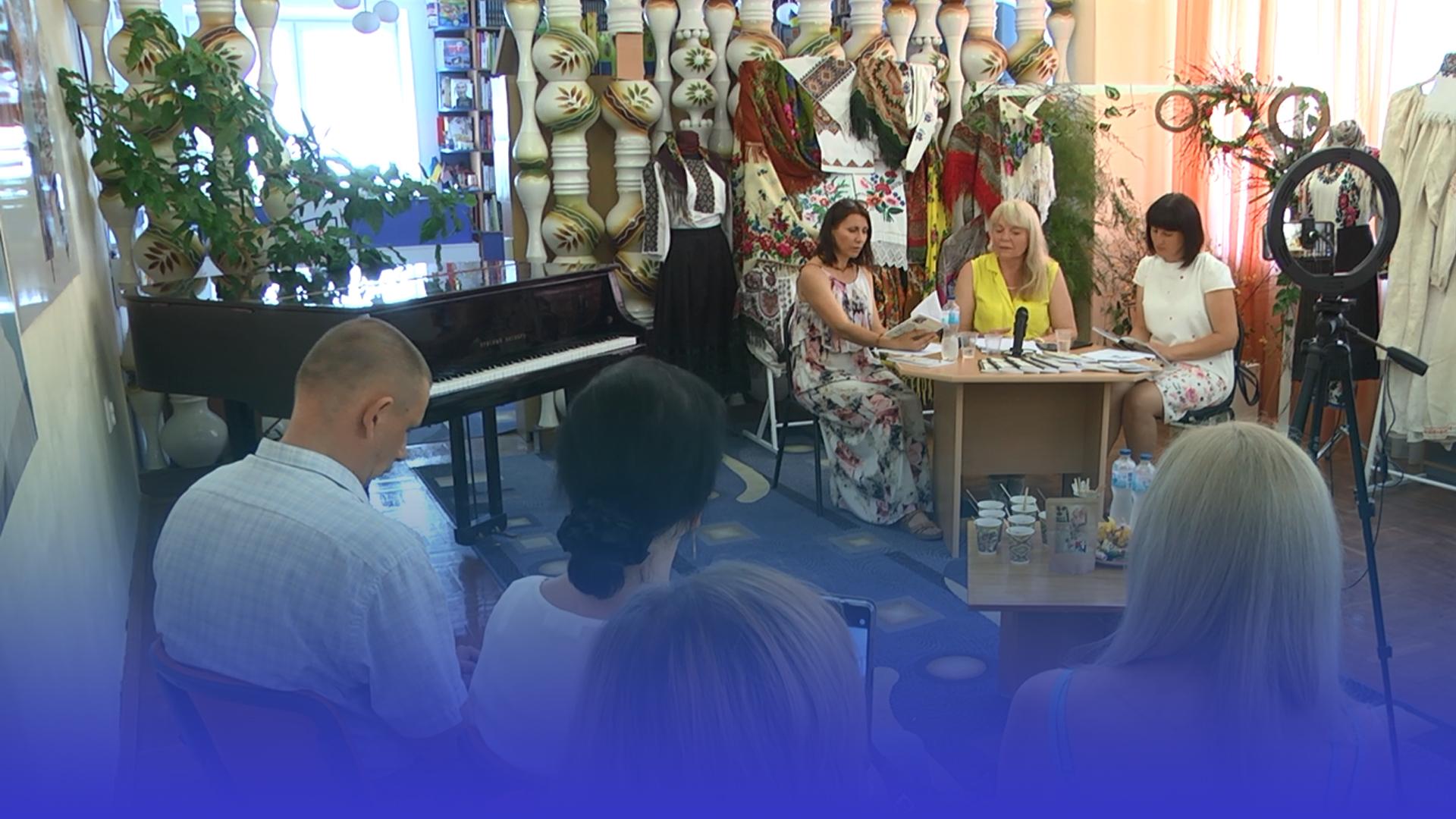 """У Тернополі відбулися літературні читання та презентація збірки віршів """"Парі із серцем"""""""