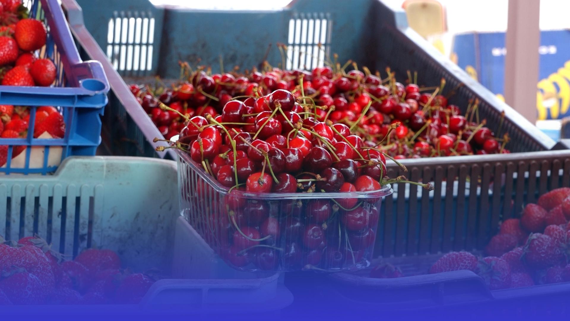 Майже 10 доларів за черешню: у Тернополі ягоди не купують, бо дорога