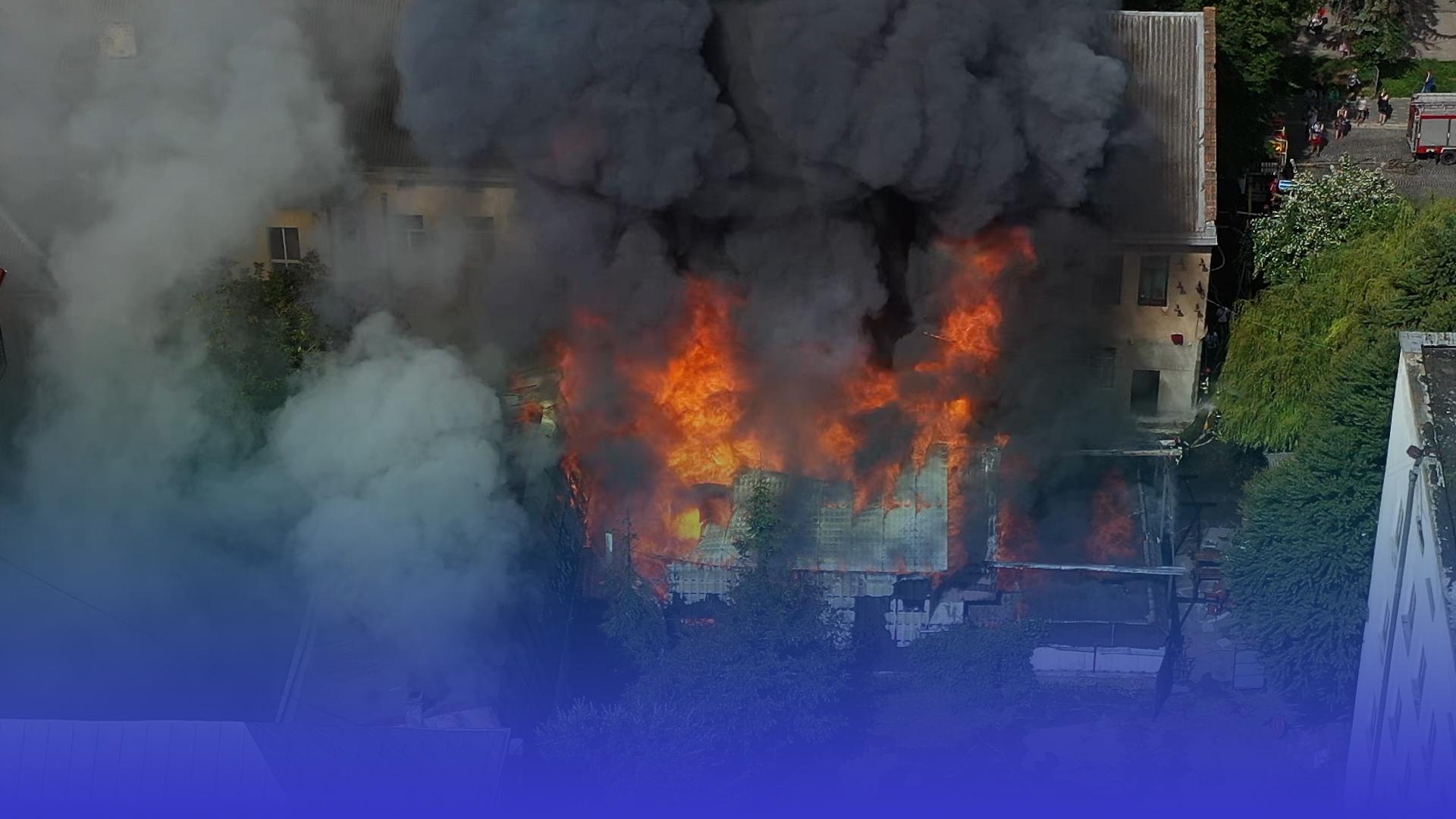 Дерев'яний ресторан згорів повністю: деталі пожежі на бульварі Т. Шевченка