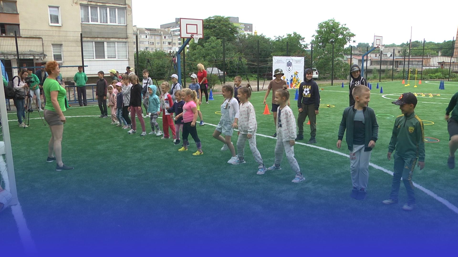 Баскетбол, футбол, теніс: у Тернополі відкрили універсальний спортивний майданчик