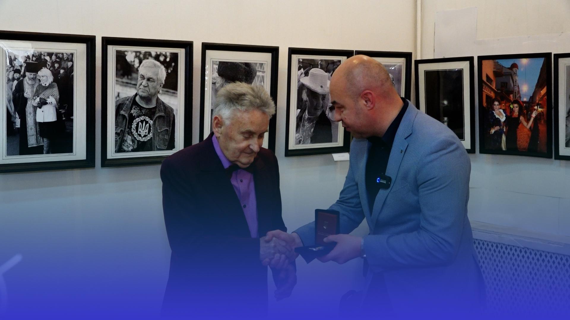 Вогні Тернополя та його особистості: Василь Бурма презентував виставку до свого 85-річчя