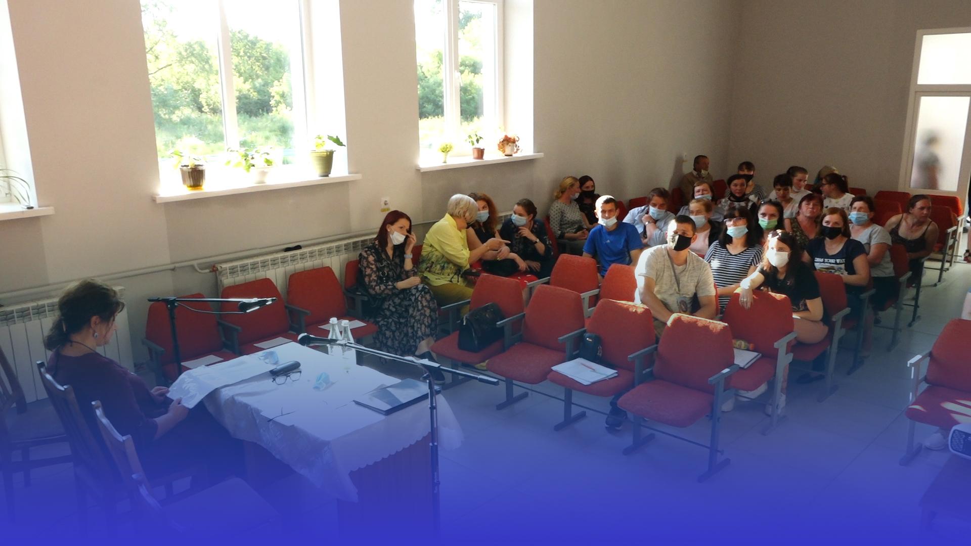 Гарячі обговорення у с. Стегниківці: люди проти закриття школи