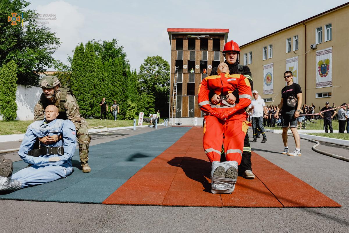 Показали силу та дух: змагання серед представників силових структур провели у Тернополі