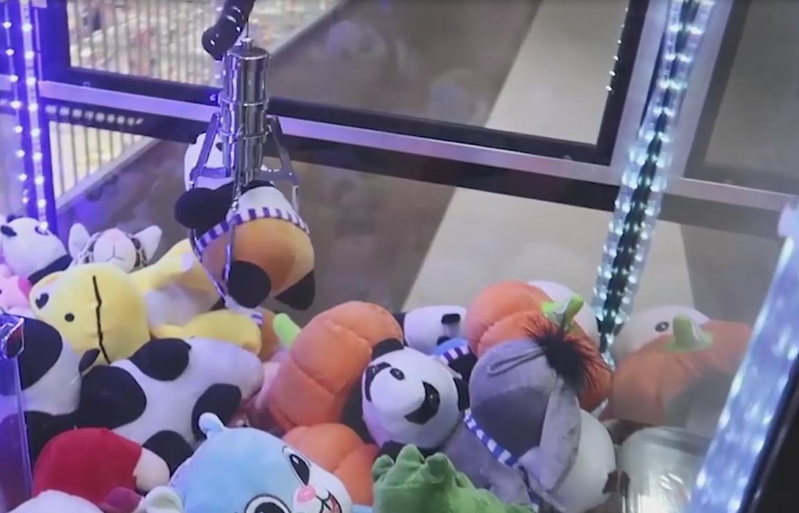 """""""Хотіла витягнути іграшку"""": у Тернополі маленьку дівчинку вдарило струмом"""