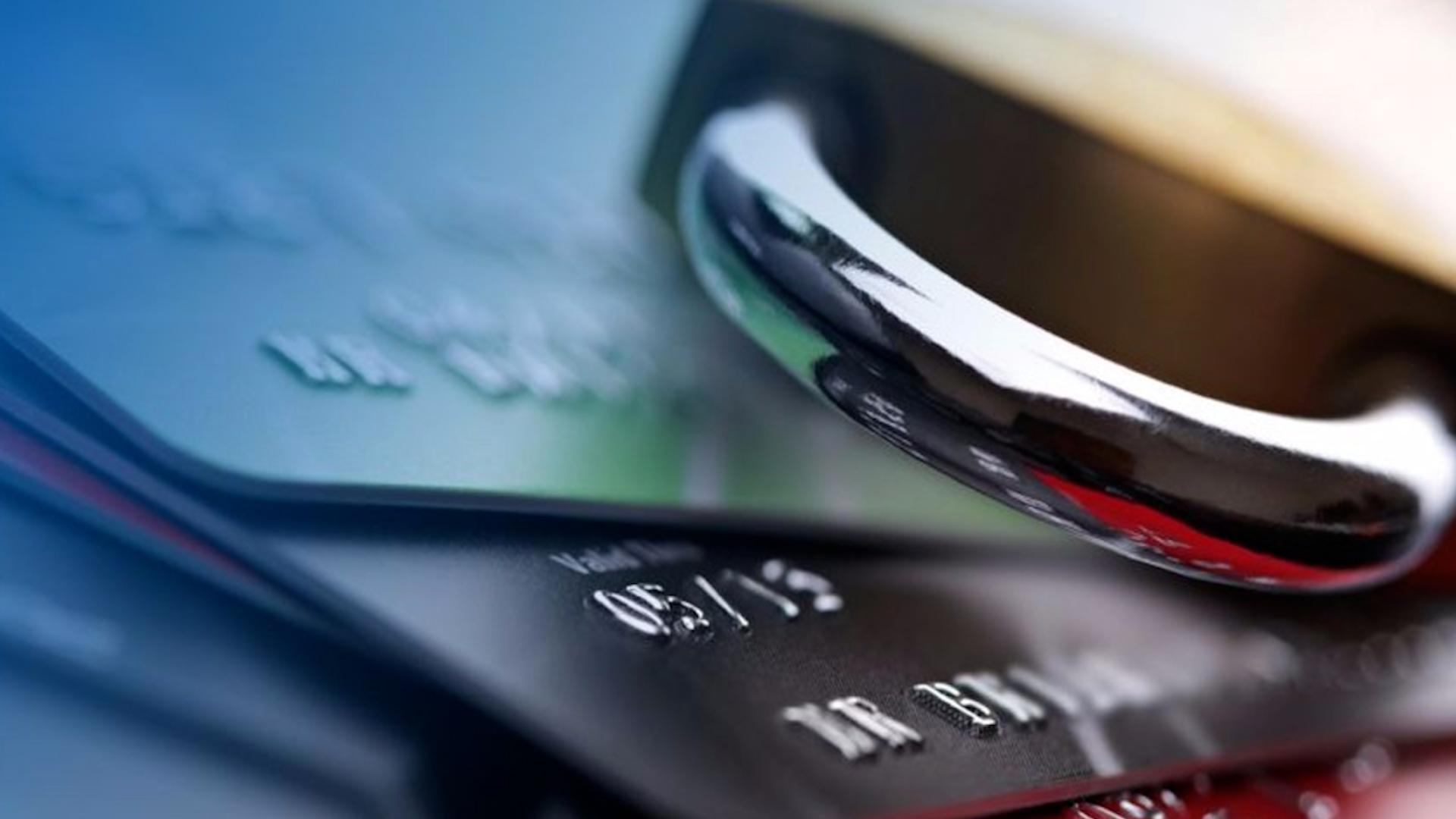 Арешт банківських карток за борги: коли тернополянам чекати змін
