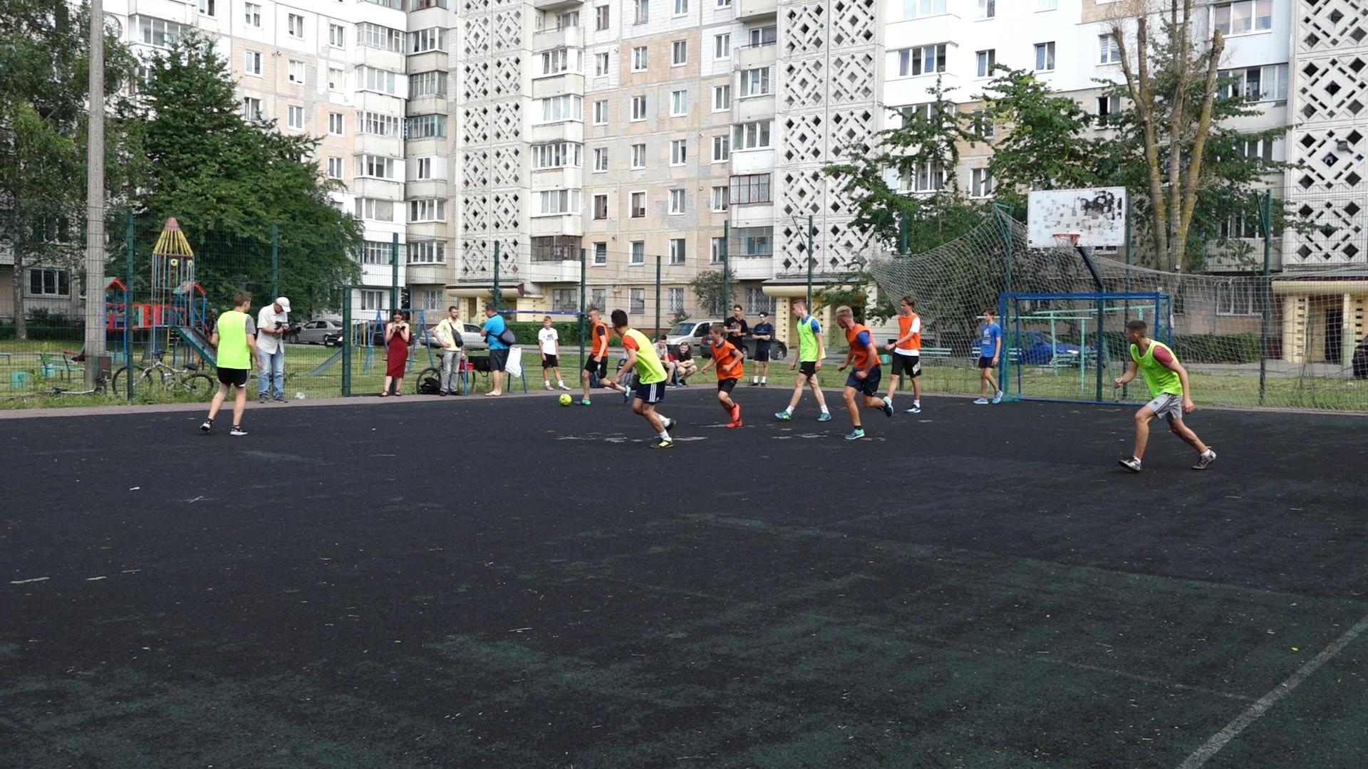 Дворовий футбол: у Тернополі розпочався юнацький турнір