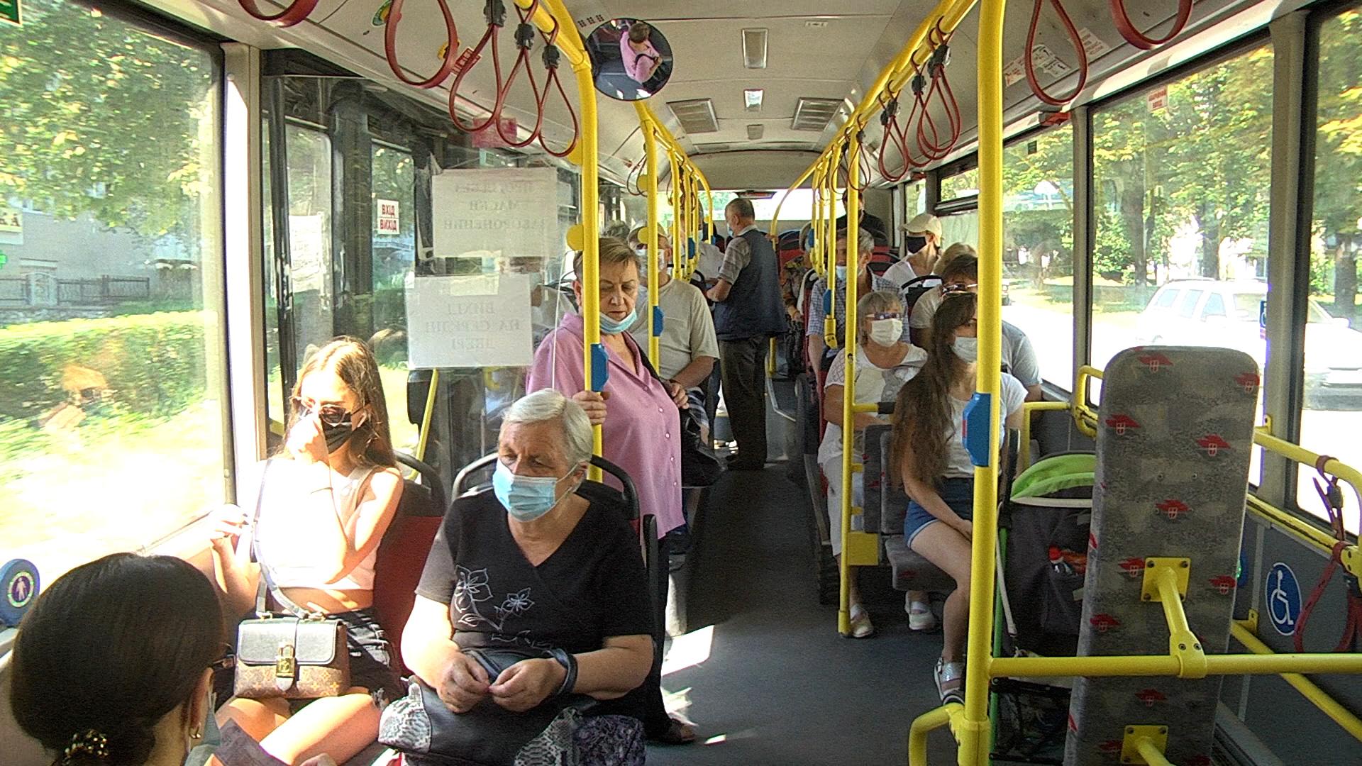 Готівка чи картка: коли вигідніше їхати і як оплачувати проїзд у транспорті Тернополя