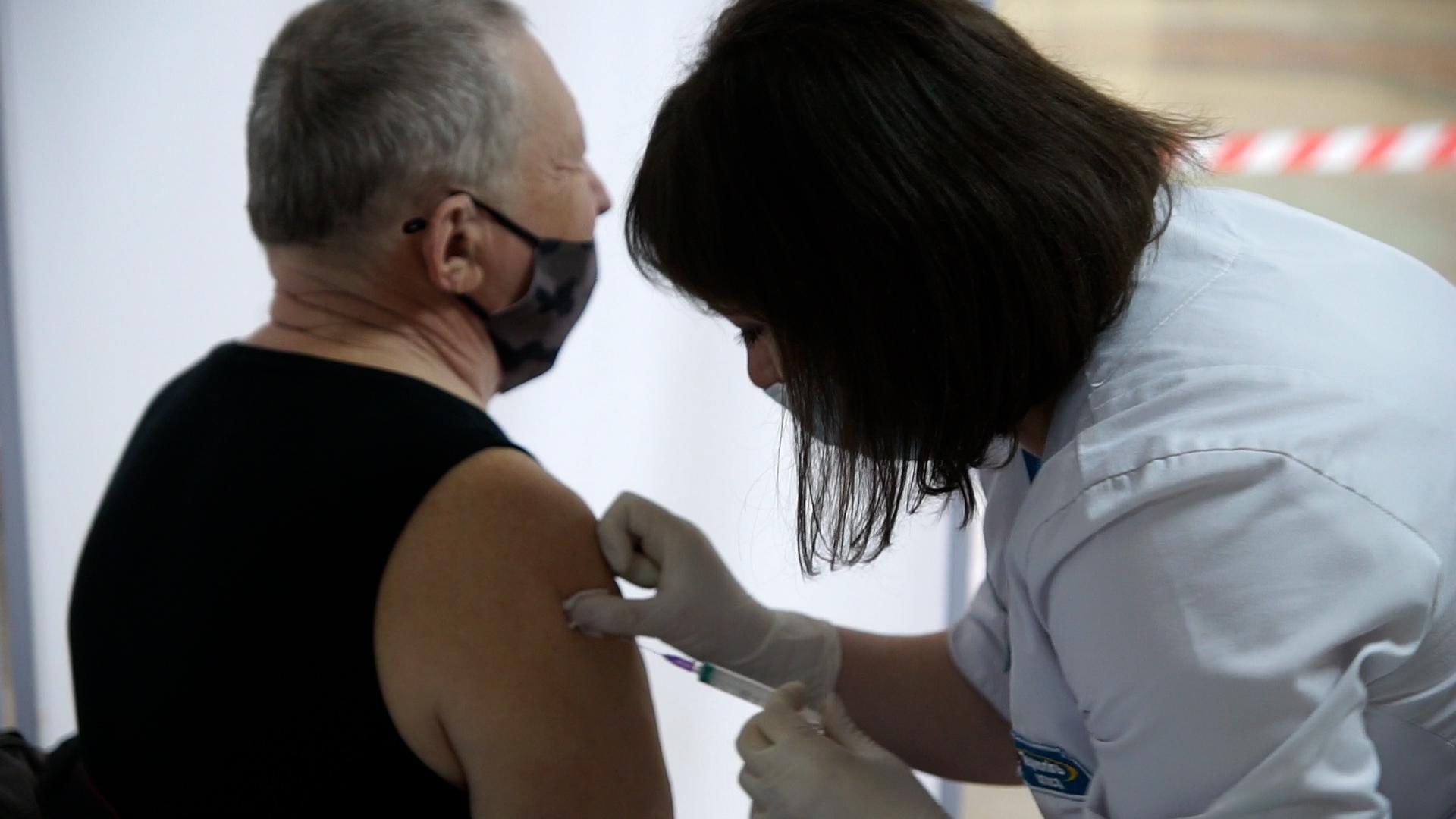 Вакцинація колективів: як у Тернополі підприємствам та фірмам стати у чергу на щеплення
