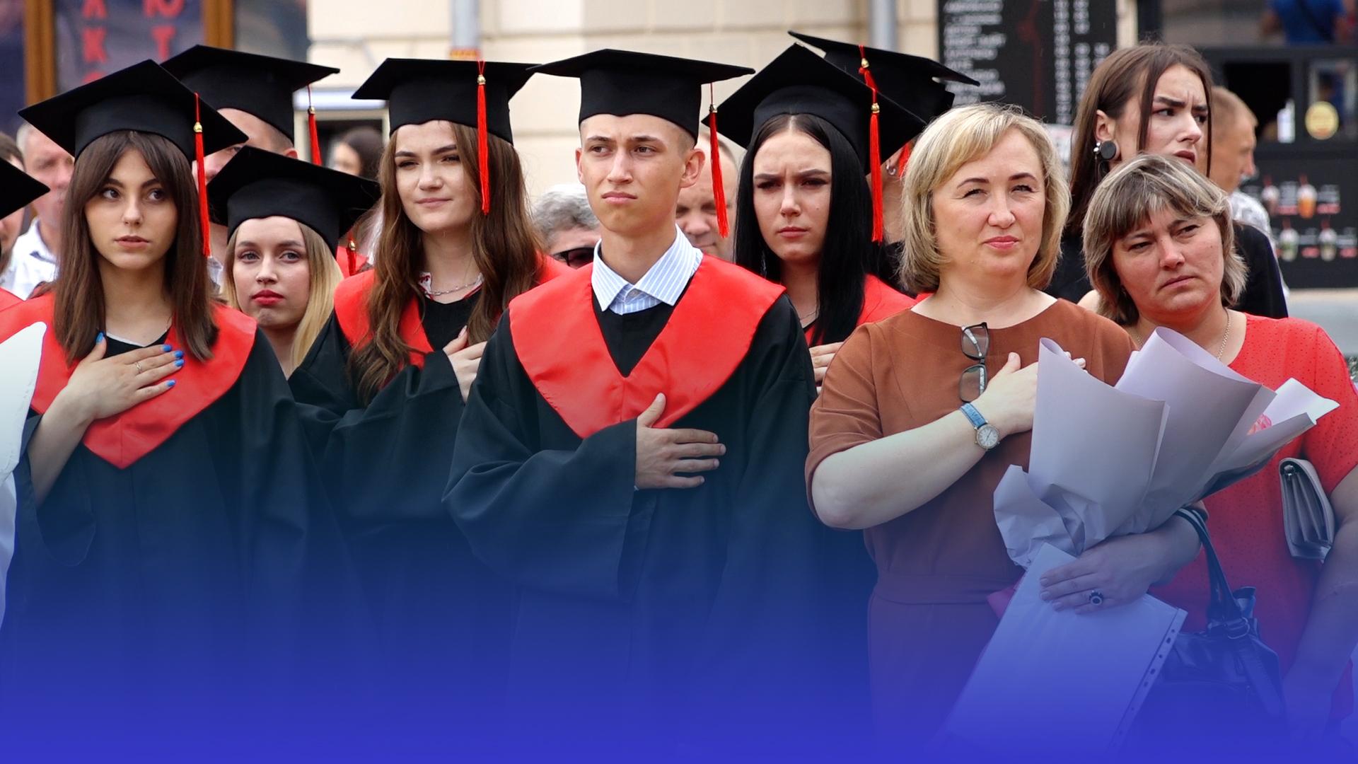 У Галицькому коледжі – випускний: дипломи отримали майбутні  дизайнери, юристи, банкіри та IT-спеціалісти