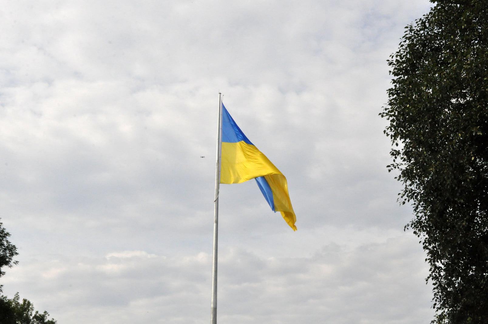 На 50-ти метровій висоті у Тернополі замайорів прапор України