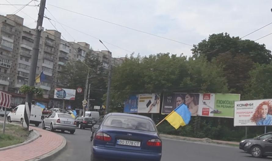 У Тернополі відбувся автопробіг до дня прапора
