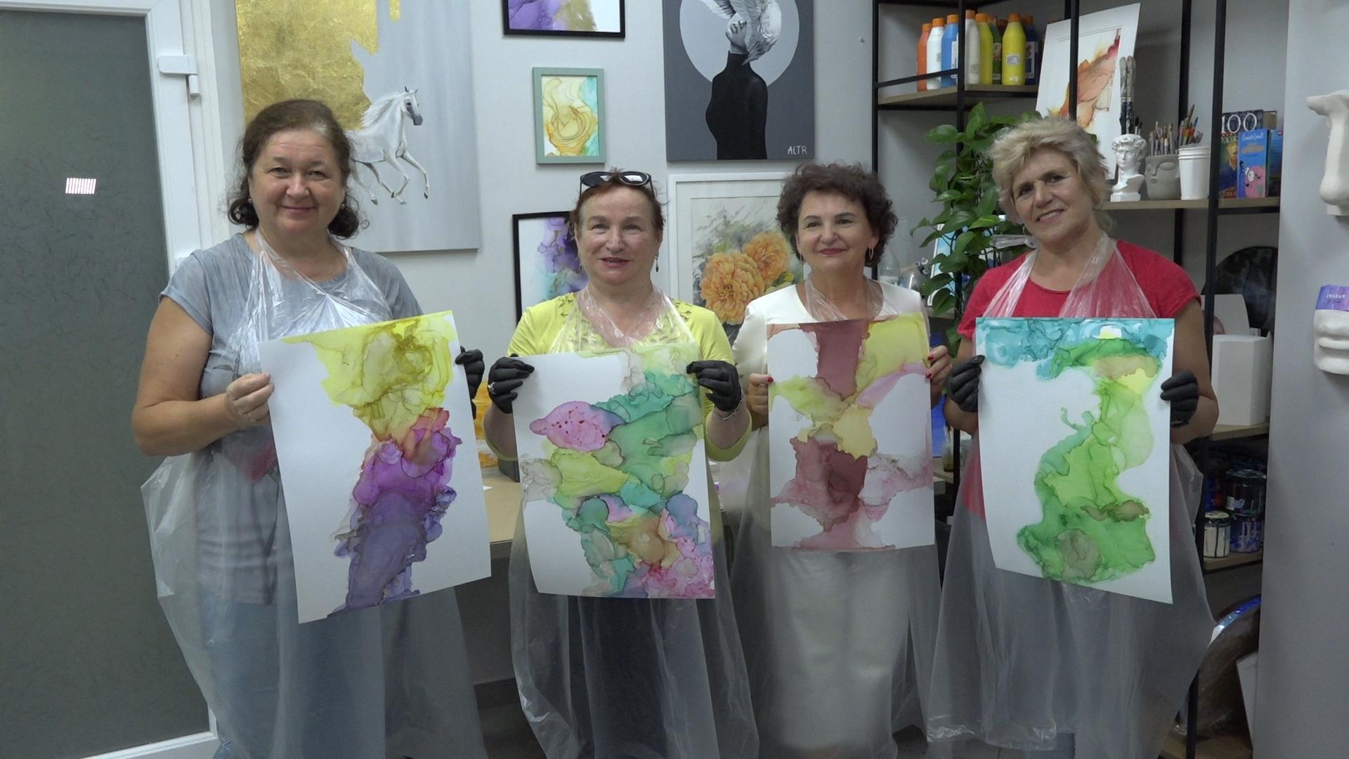 Майстер-клас для людей золотого віку організували у Тернополі