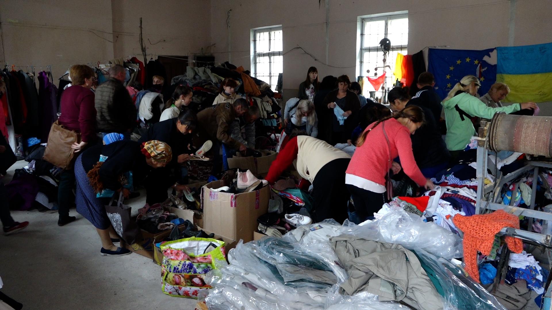 Роздають допомогу, щоб не пропала: волонтери роками не можуть отримати приміщення у Теребовлі