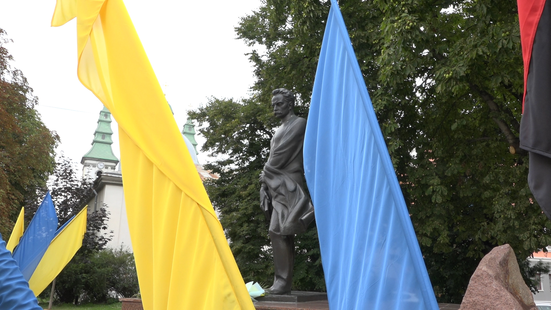 Івану Франку 165: ювілейну дату урочисто відзначили у Тернополі піснями, віршами і квітами