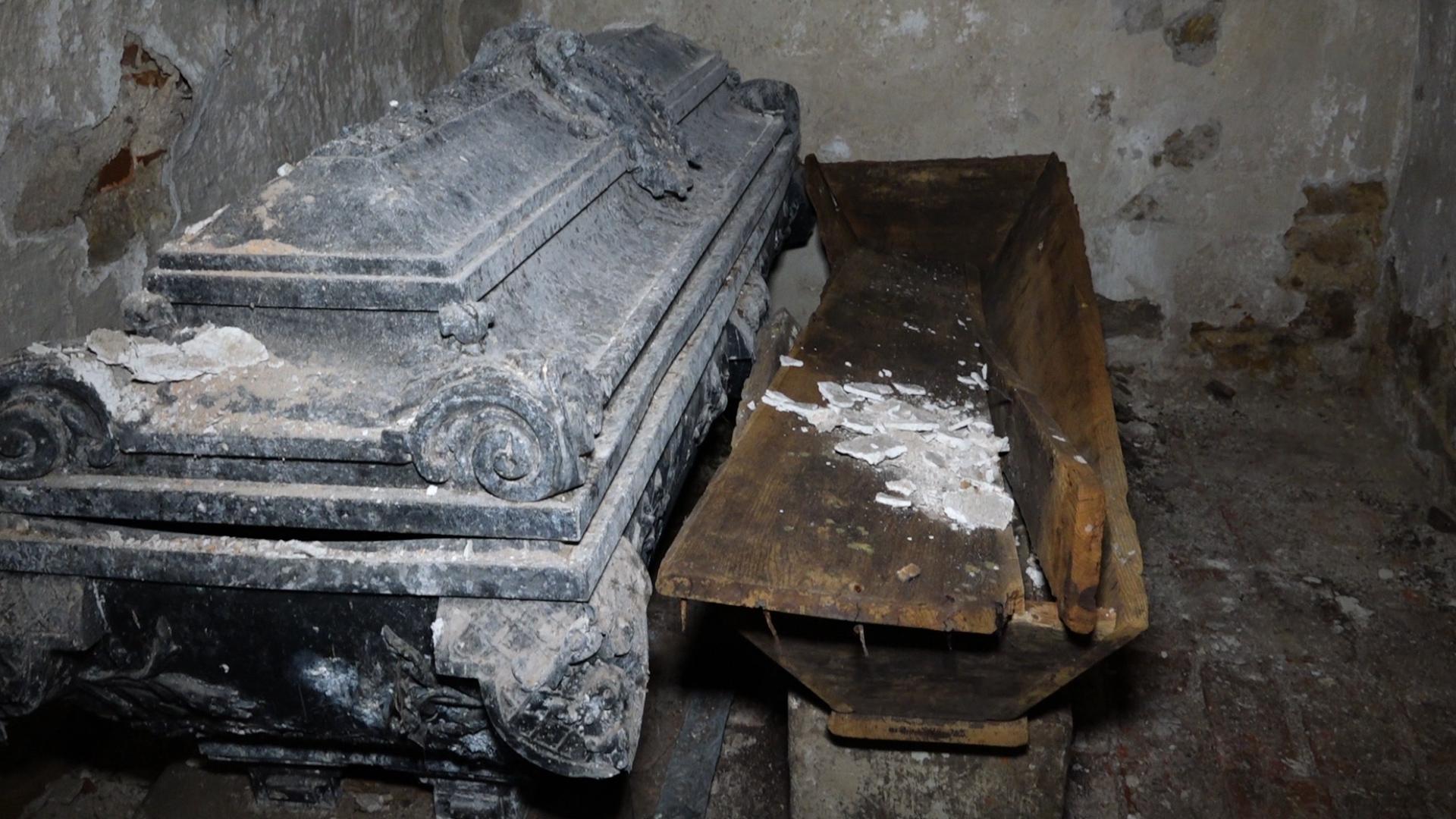 На Тернопільщині під час ремонту каплиці відкрили старовинну гробницю