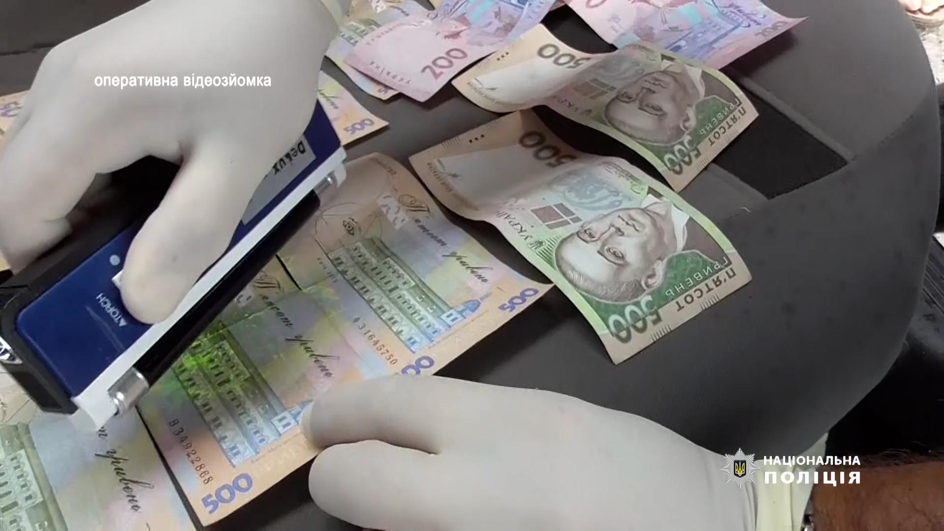 На Тернопільщині викладач коледжу вимагав хабаря у студента за допомогу в отриманні посвідчення водія