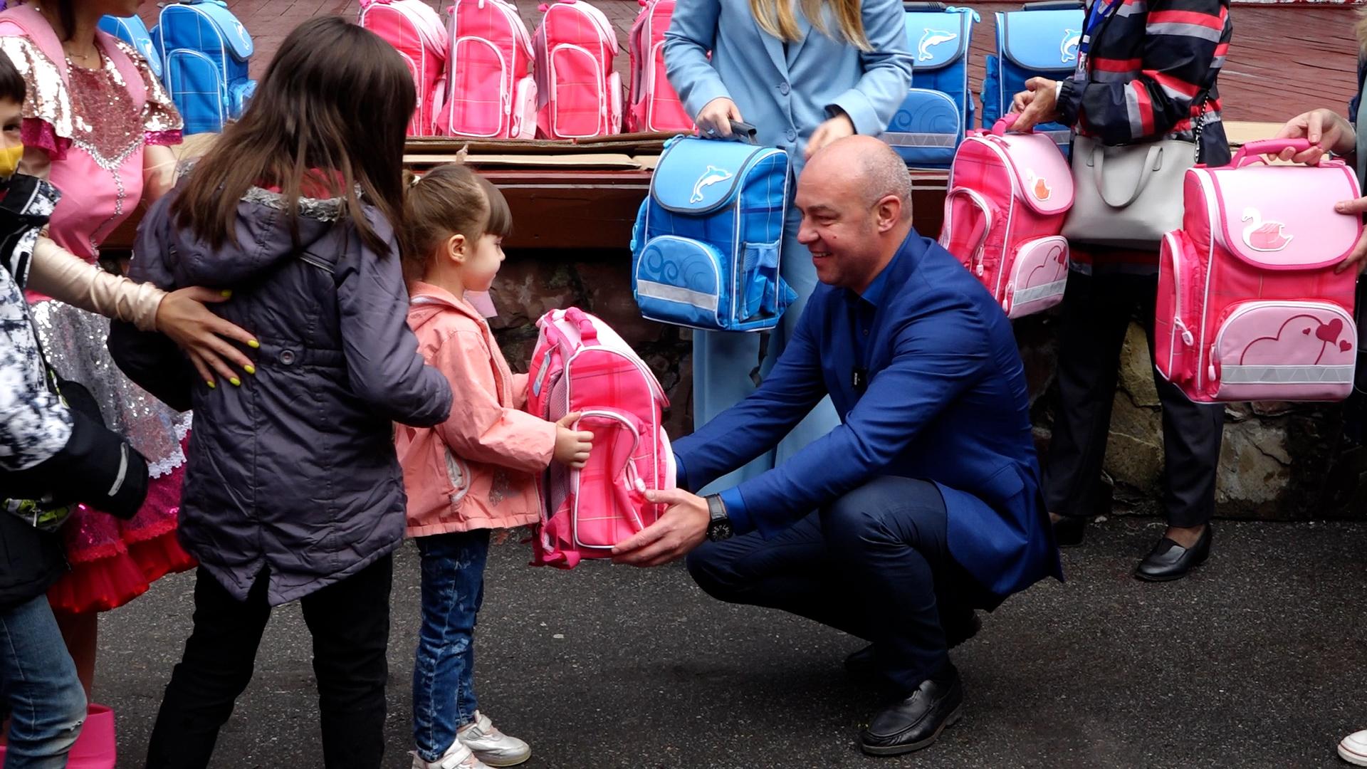 До школи готові: 141 дитині Тернопільської громади подарували портфелі