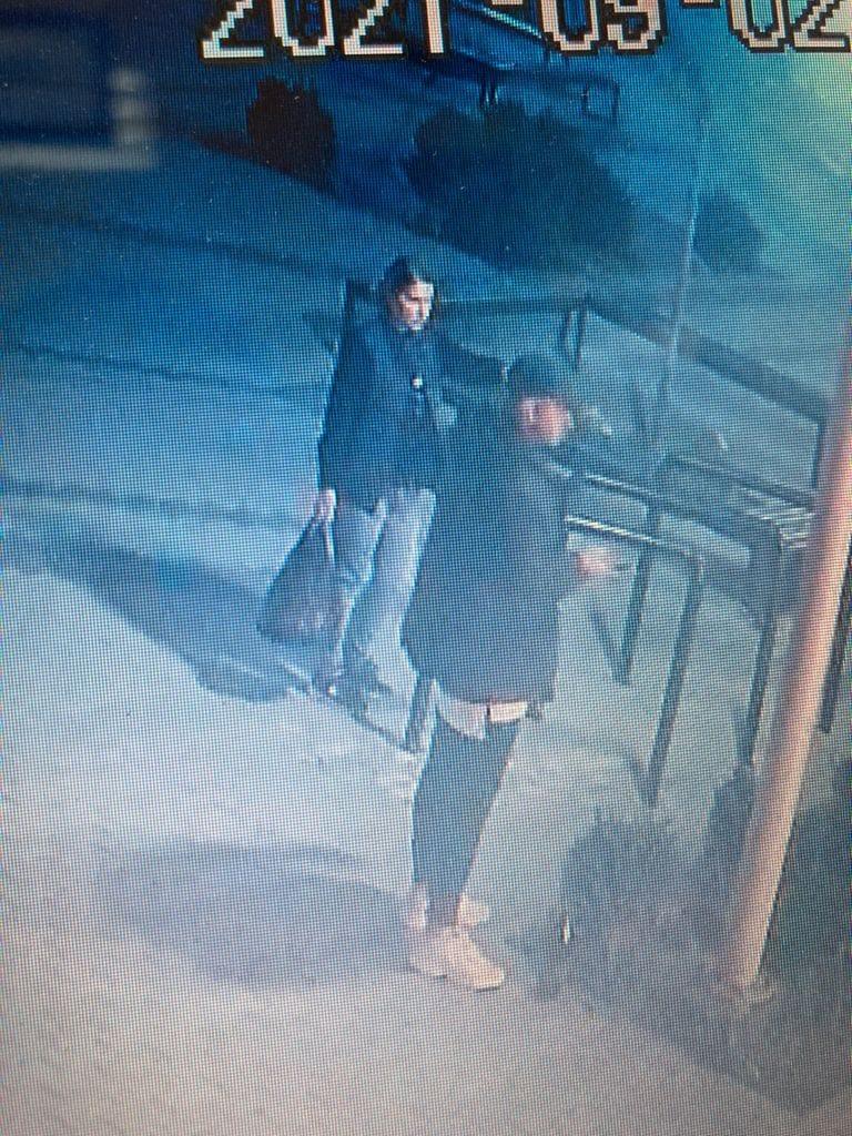 На Тернопільщині розшукують дівчину, яка ймовірно підпалила смітник