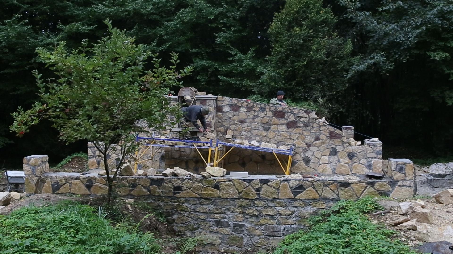 Щоб вшанувати воїнів УПА жителі Тернопільщини власними силами облаштували меморіал та капличку