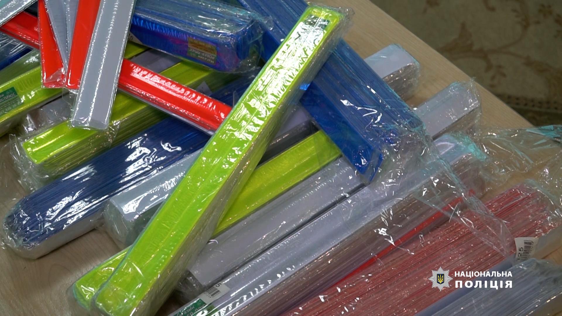 Правоохоронці роздаватимуть дітям світловідбиваючі браслети, подаровані тернопільським підприємцем