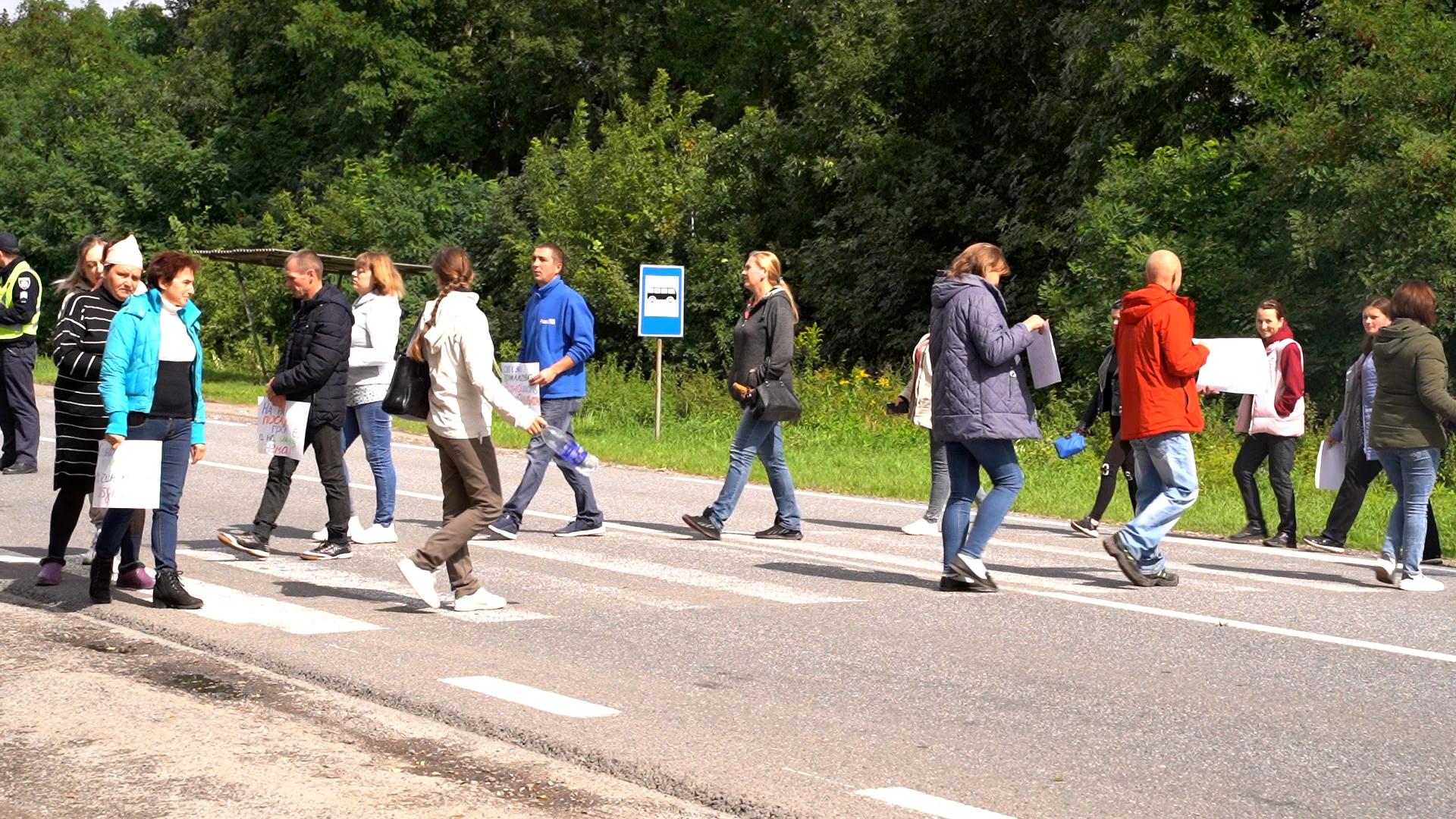 За тиждень до 1 вересня закрили школу: у Кременецькій ОТГ учні бездоріжжям добираються на навчання