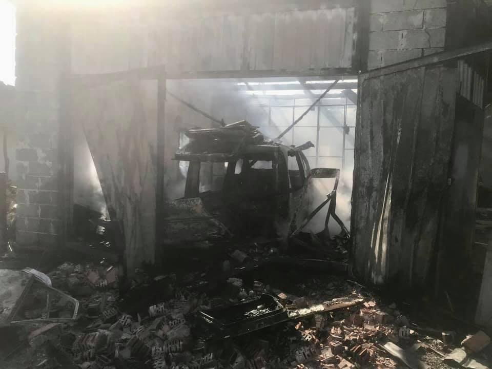 Дощенту вигоріло гаражне приміщення на Тернопільщині