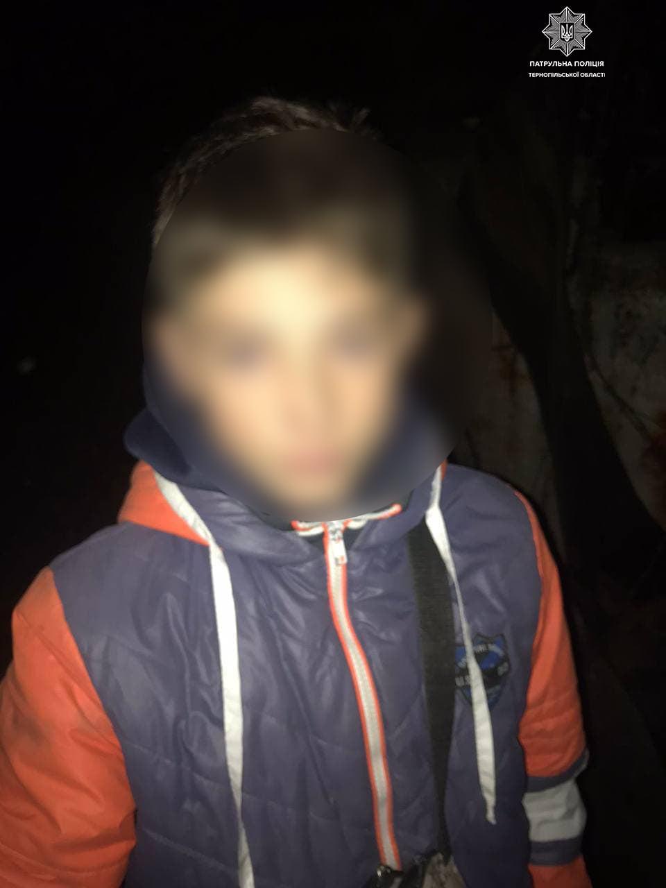 Змок і змерз: тернопільські патрульні розшукали хлопчика, який боявся повернутись додому
