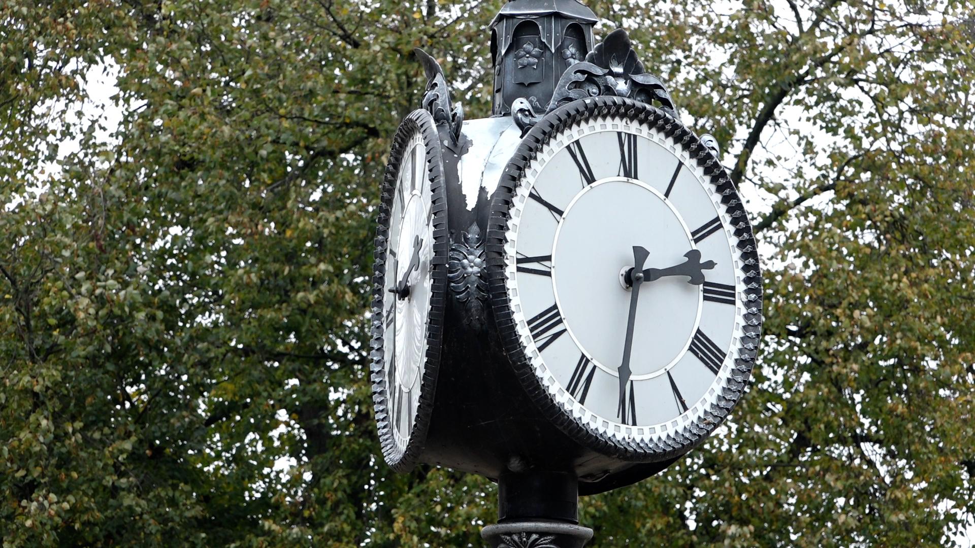З 31 жовтня більше часу для сну: як реагують тернополяни на переведення годинників