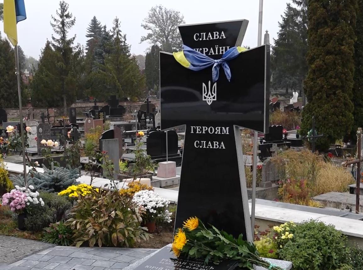На Микулинецькому кладовищі віддали шану загиблим військовим